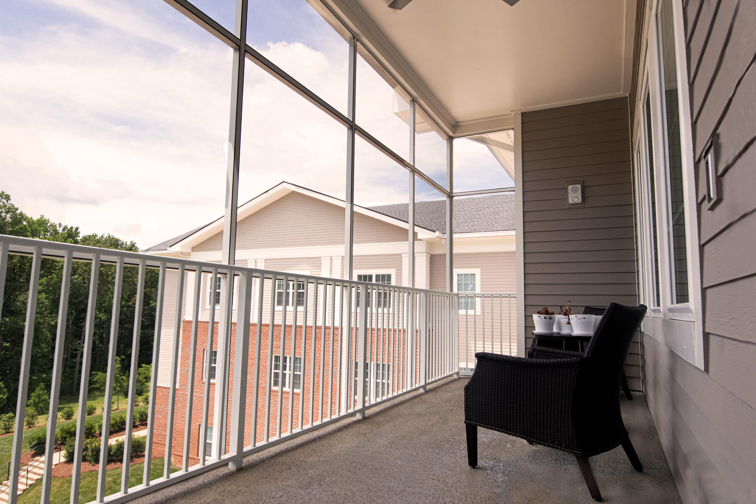 Picture of a screened in porch at Willowbrooke Court